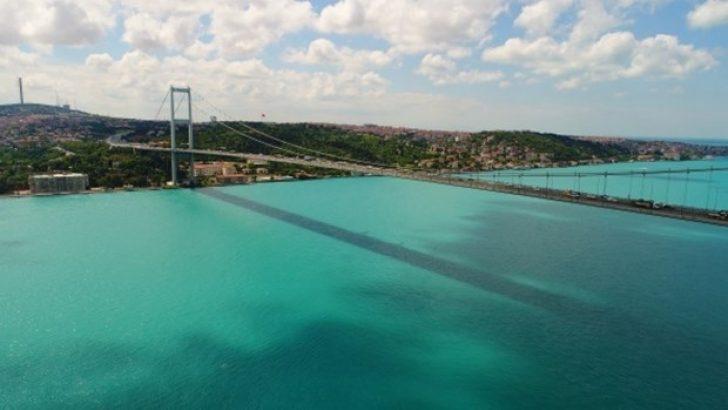 İstanbul Boğazı'ndaki Turkuaz Renk
