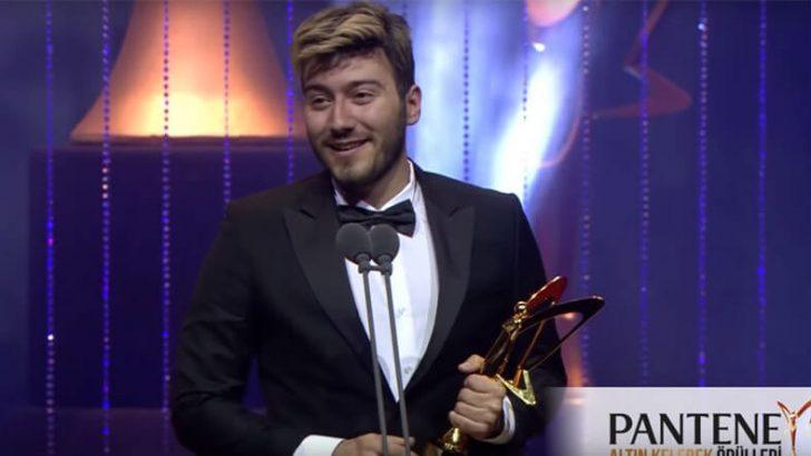 Enes Batur'dan Altın Kelebek Ödülü Alındı
